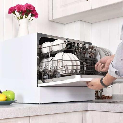 Мойка посуды в специальной бытовой технике