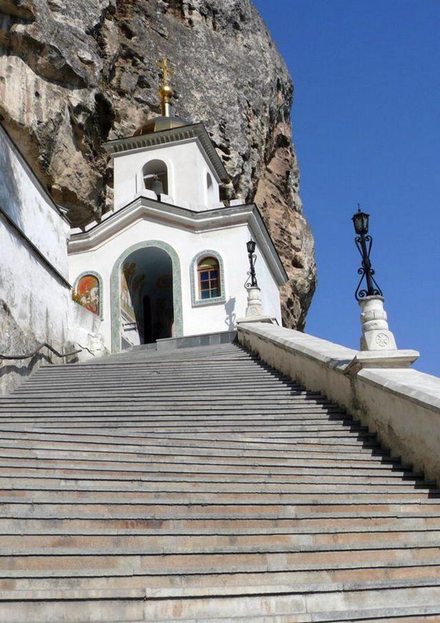 Ступени к Храму в скале