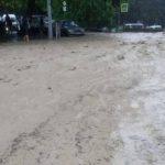 В Ялте полицейские спасли девушку из потока воды