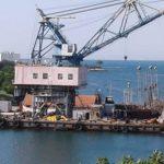 Резка кораблей на берегу Стрелецкой бухты остановлена