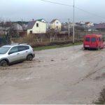 Севастопольские водители вынуждены плыть по «дождевому озеру» на Фиолентовском шоссе