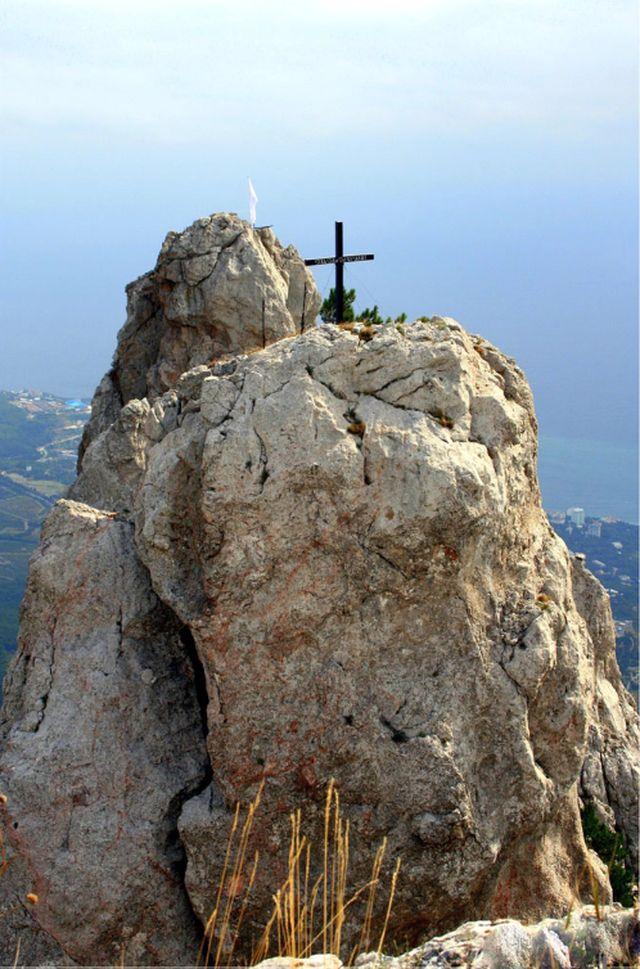Крест на вершине Ай-Петри. Крым