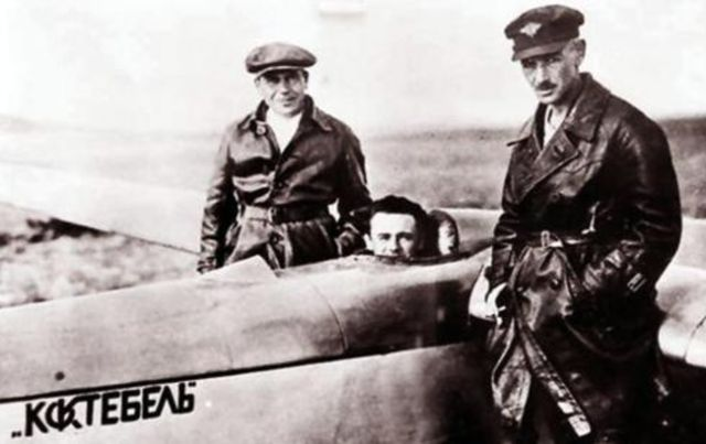 Константин Арцеулов (справа). Крым, 1929 год.