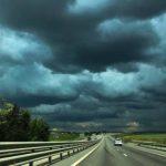 На Крым идут сильные ливни и град