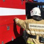 В Севастополе огнеборцы эвакуировали 13 человек из горящего дома