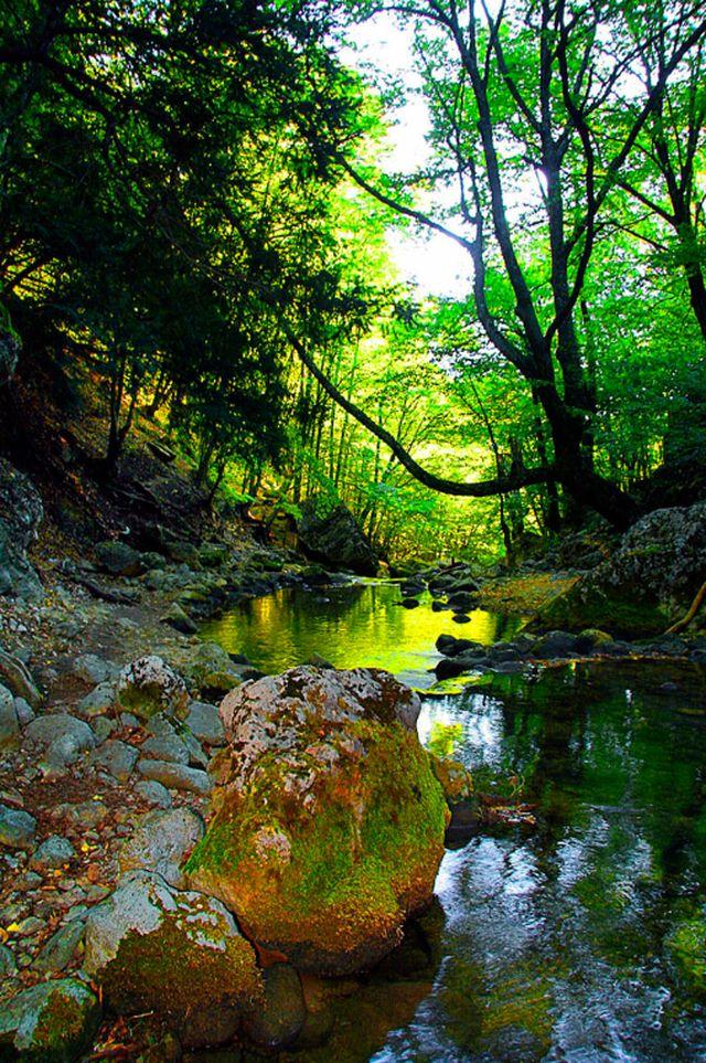 Красоты природы в большом Крымском каньоне