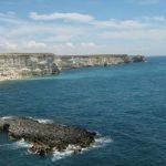 В Крыму турист прыгнул с 10-метровой скалы в воду и травмировался