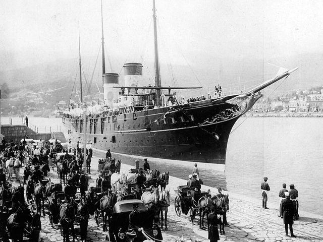 Императорская яхта у Ялтинской набережной