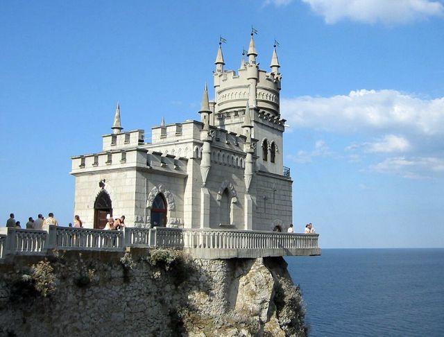 Ласточкино гнездо - замок на скале