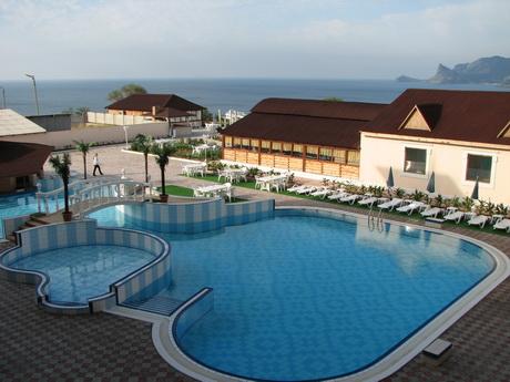 Судак, отель с бассейном